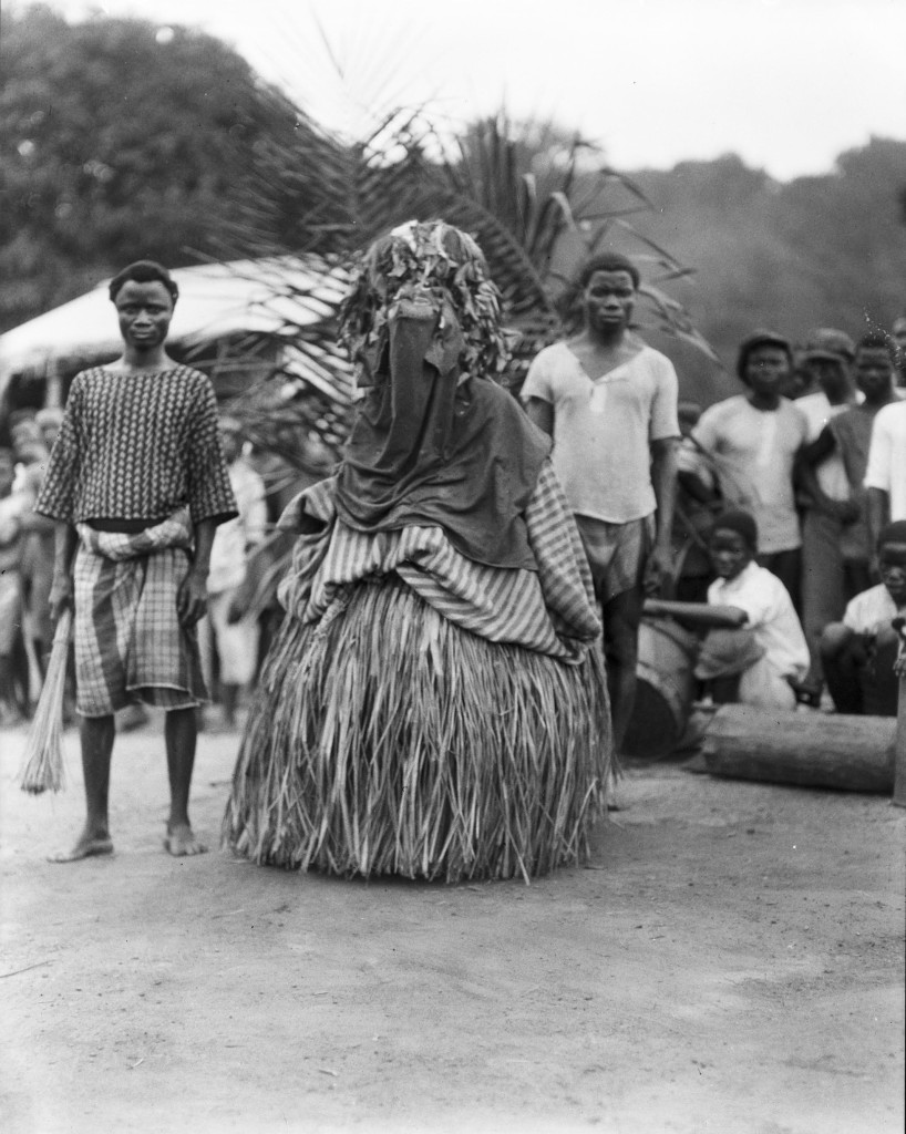 Maschera Bassa e assistenti, 1926 da archivio  Indiana University Liberian Collections
